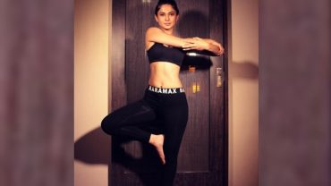 Jennifer Winget Yoga
